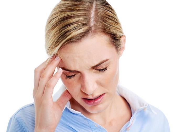 Tại sao phụ nữ mắc đau đầu vận mạch nhiều hơn nam giới?